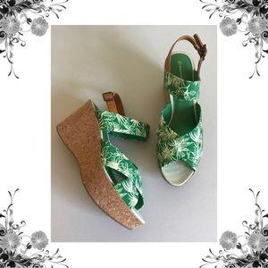 {Rockport} NWOB Green Floral Print Wedge Sandals